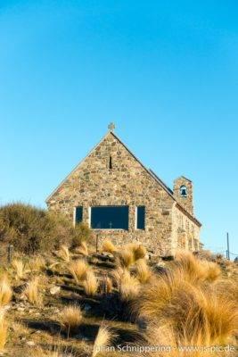 altes Steingebäude mit blauem Himmel