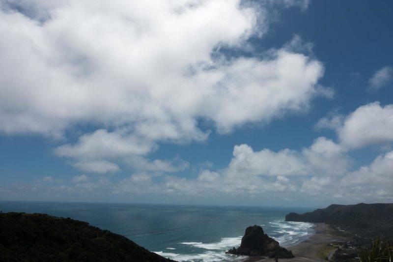 Aussicht auf Piha Beach