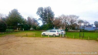 3 Minivans auf einem Freedom Camping Spot