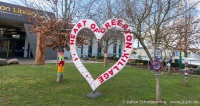 Herz und kleine Bäume die mit Webkunst geschützt sind