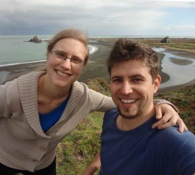 Isabell und ihr Mann am Strand