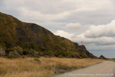 Leuchtturm auf einem höher gelegenen Felsvorsprung
