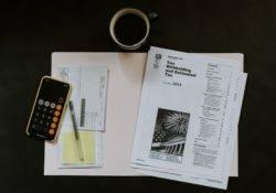 Steuer Unterlagen auf dem Schreibtisch