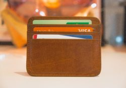 Ledermappe mit Kreditkarten