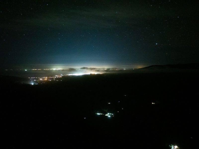 Die Aussicht auf Motueka bei Nacht