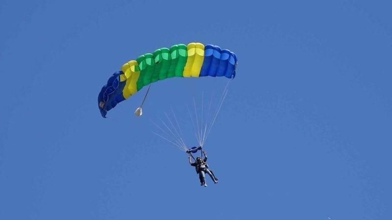 Auch Fallschirmspringen bietet sich in Neuseeland perfekt an