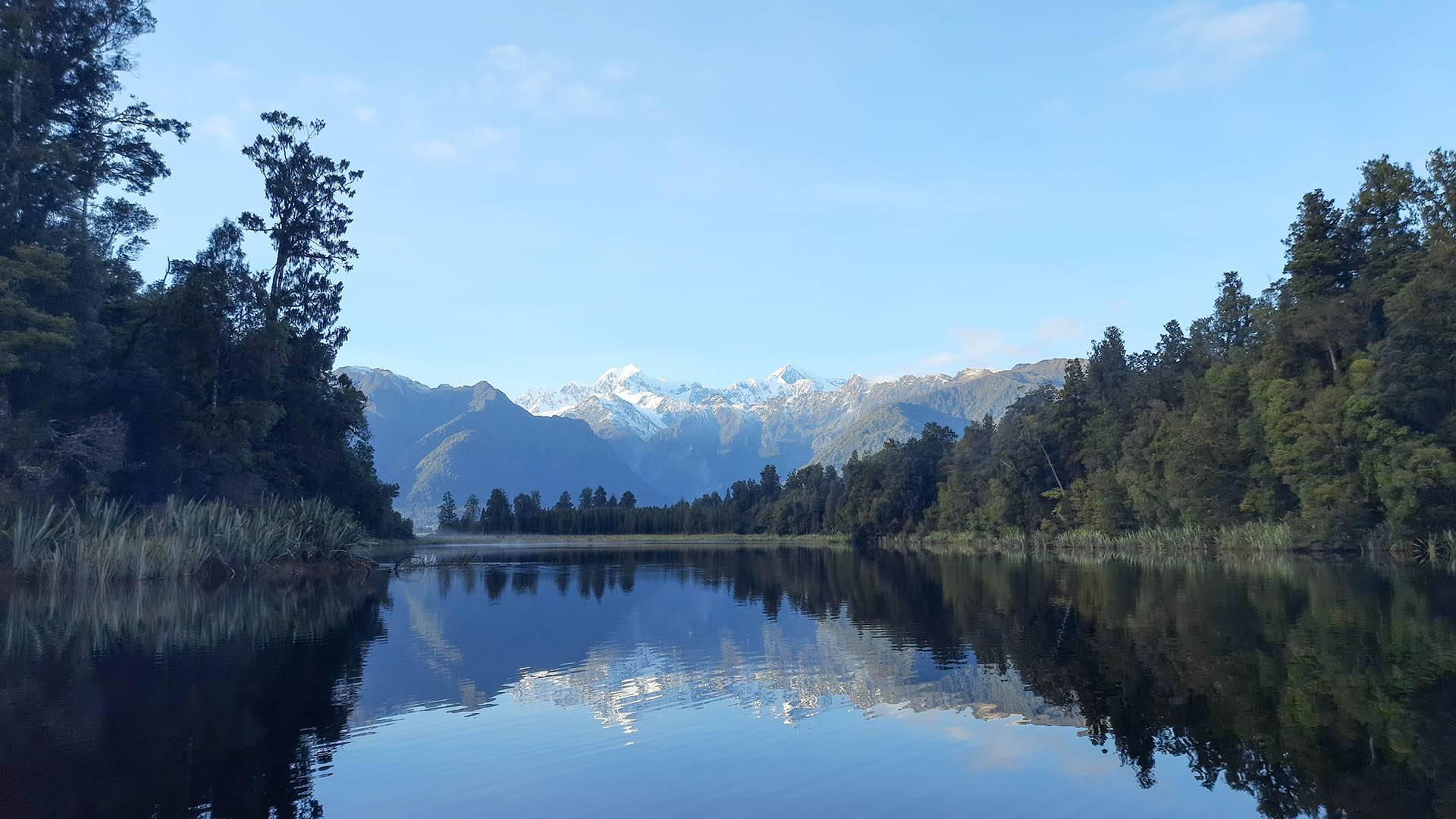 Reflektion der Südalpen Neuseelands im Lake Matheson