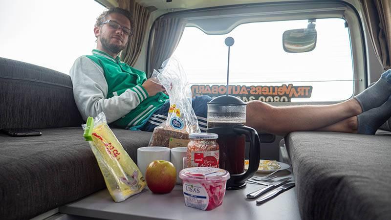 Frühstück und Kaffee im Kuga