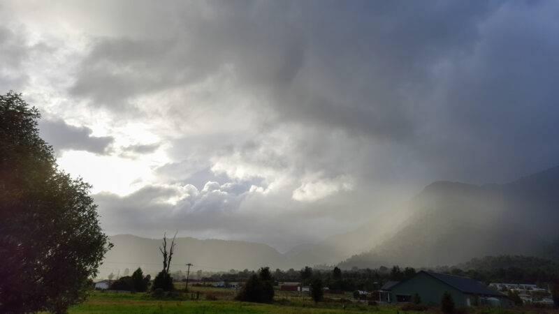 Tiefe Wolken und viel Regen in Fox Glacier